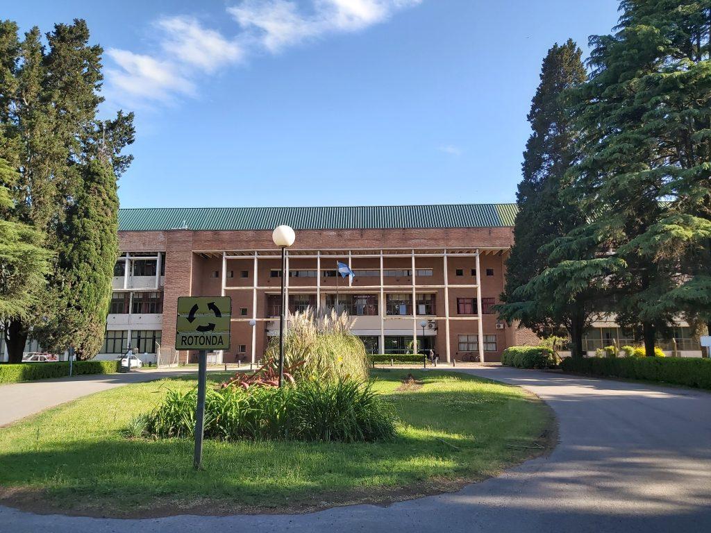 La Faculté des sciences agronomiques sur le campus de Zavalla, université de Rosario
