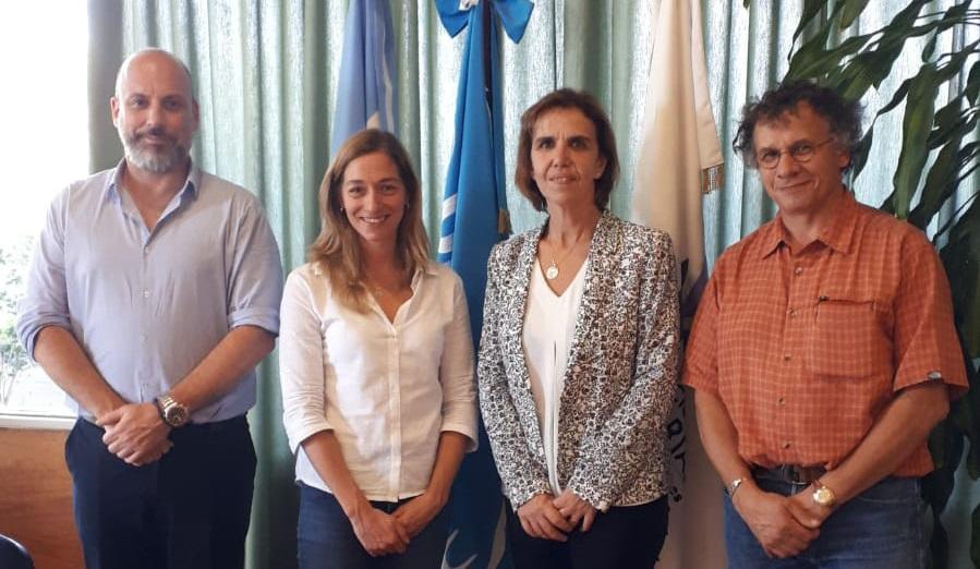 Alejo Perez Carrera, doyen de la Faculté des sciences vétérinaires de l'UBA et le Laura Fischman, secrétaire de la recherche de la Faculté des sciences vétérinaires de l'UBA, Emmanuelle Soubeyran et Gillles Brunschwig.