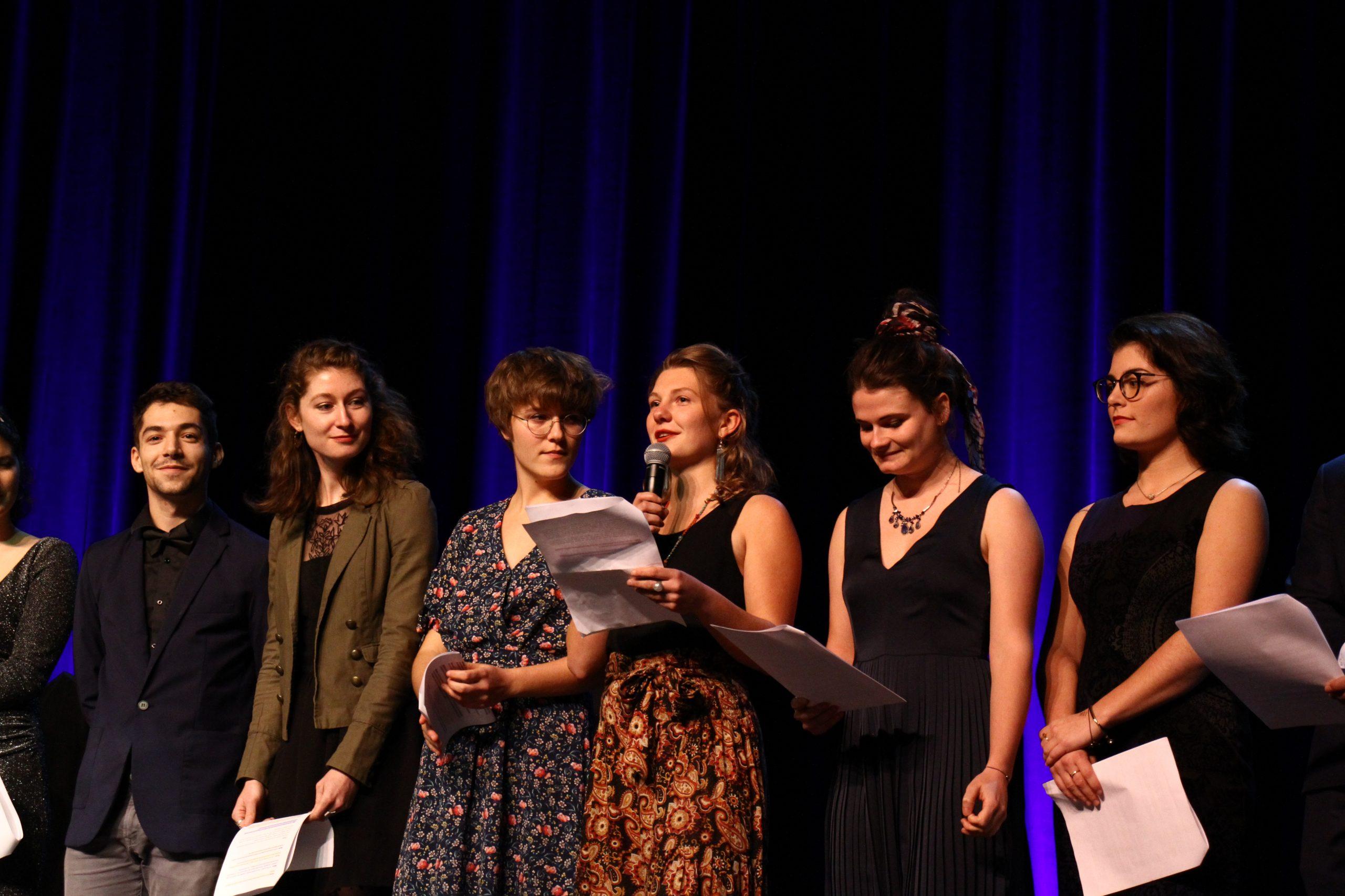 Introduction de la soirée par les césuriens qui ont souhaité toute leur sympathie à leur promo d'origine.   Crédit photo : ©Club photo CDA