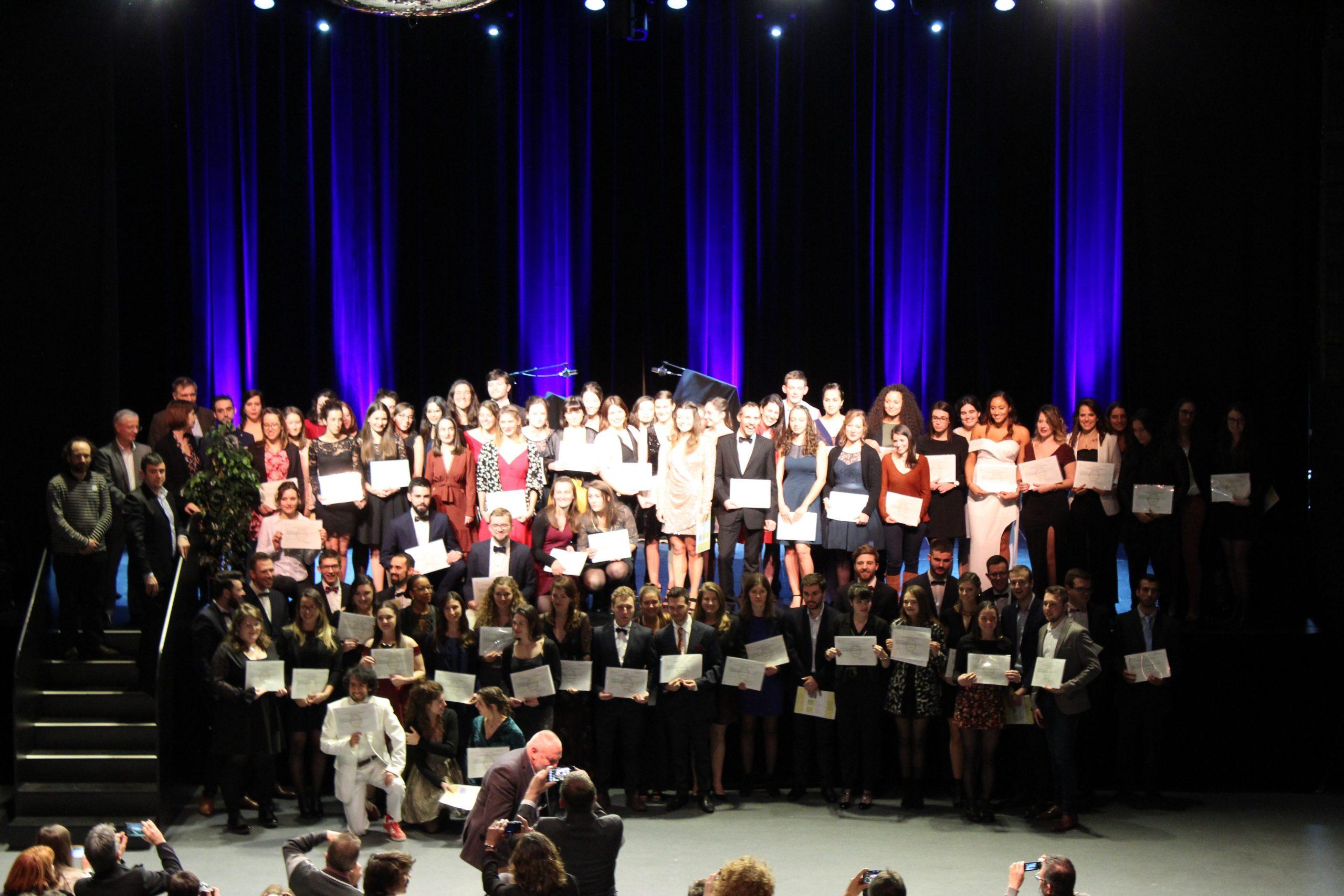 Clap de Fin avec la traditionnelle photo de promo ! Félicitation aux diplômés !  Crédit photo : ©Club photo CDA